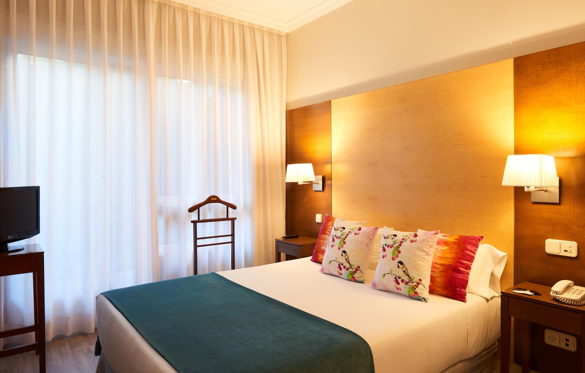 Habitaci n suite con sal n hotel suites barrio de for Codigo postal del barrio de salamanca en madrid