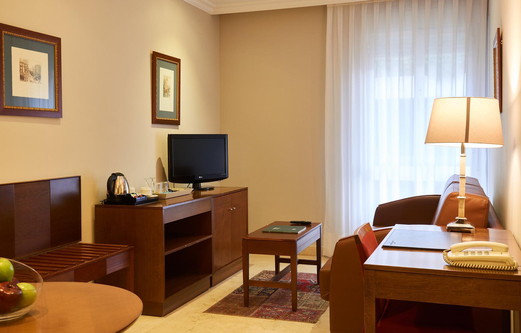 Suite triple hotel suites barrio de salamanca madrid for Codigo postal del barrio de salamanca en madrid